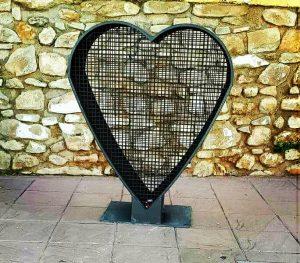 Contenedor en forma de corazón para el reclicado de tapones