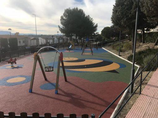 Instalación De Juegos y Suelo De Caucho Continuo Torreperogil (Jaén)