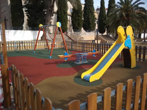Instalación de Juegos y Suelo de Caucho Torreperogil (Jaén)