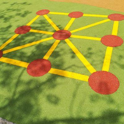 Dibujos y juegos en suelo de caucho